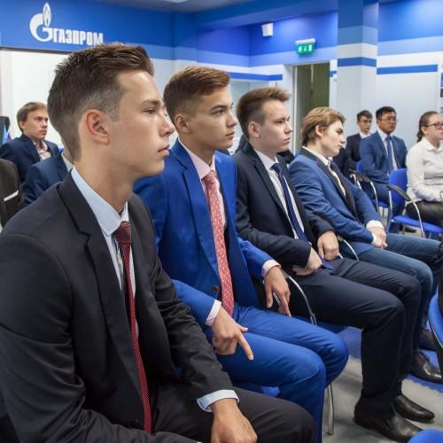 Газпром класс сел за парты