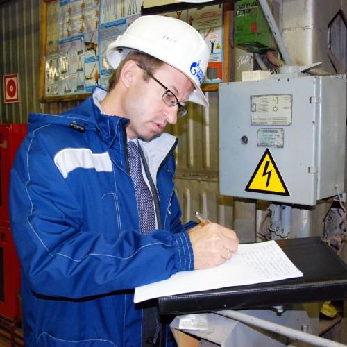 Дмитрий Казаков расследует «несчастный случай» в слесарной мастерской